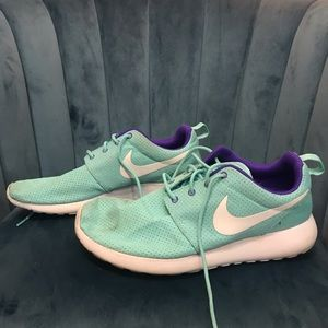Nike Shoes - Nike Roshe Size W11/M9.5